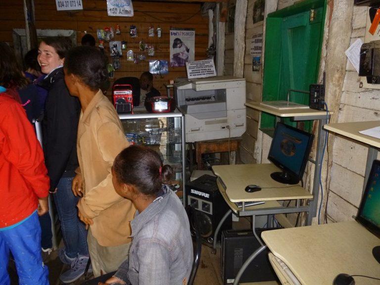 Insertion des jeunes en difficulté et réduction de la fracture numérique
